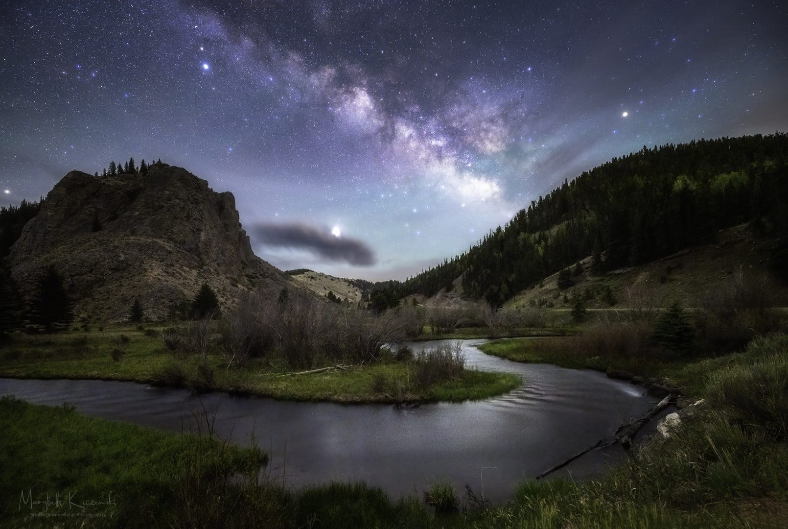 Riverbend and moonlit Milky Way - Nikon D850 - Nikkor 14-24mm - Tracked/Untracked. Copyright 2020 MaryBeth Kiczenski.